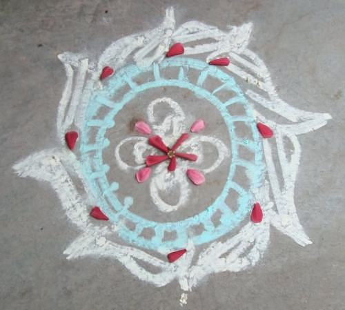 Simple kolam pattern in chalk